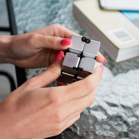 Игрушка-антистресс Infinity Cube
